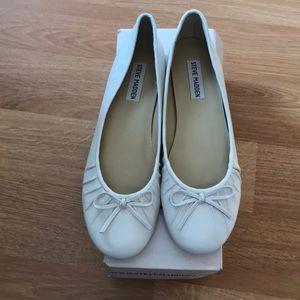 Brand new White Leather Steve Madden Flats Size8.5